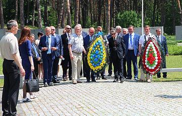 Мери українських та польських міст спільно вшанували пам'ять жертв сталінізму