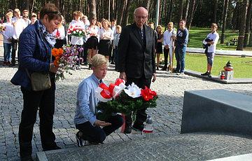 Школьники из Лодзи почтили память жертв сталинских репрессий
