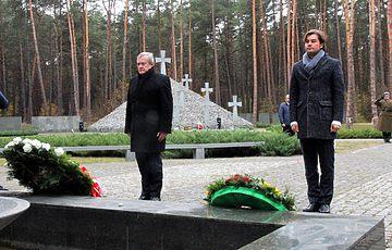 Віце-прем'єр-міністр Республіки Польща Пьотр Глінський вшанував пам'ять похованих у Биківні жертв тоталітаризму