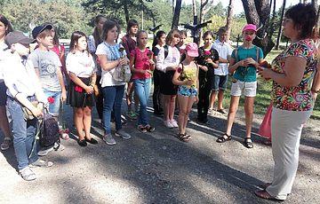 Школярі Київщини долучились до догляду  за Меморіалом жертв тоталітаризму