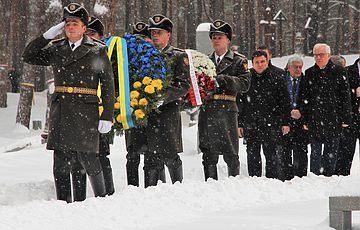 Міністр закордонних справ України та Міністр закордонних справ Республіки Польща вшанували пам'ять жертв НКВС у Биківні