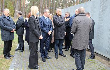Очільники Сенату і Сейму Польщі разом з керівництвом Верховної ради України вшанували пам'ять жертв тоталітаризму у Биківні