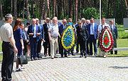 Мэры украинских и польских городов совместно почтили память жертв сталинизма