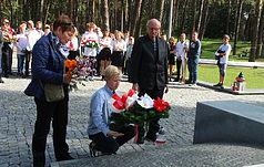 Uczniowie z Łodzi oddali hołd ofiarom represji stalinowskich