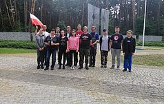 Uczniowie z Polski dołączyli się do opieki nad Memoriałem ofiar totalitaryzmu