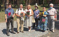 Члени Киiвського товариства полiтв'язнiв та репресованих на Меморiaлі